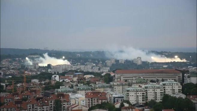 Esto pasa en Belgrado cuando Partizan y Estrella Roja juega a la vez en casa | Marca.com http://www.marca.com/futbol/futbol-internacional/2017/05/23/5924362246163f927a8b45d3.html