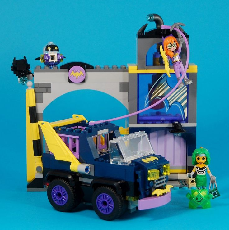 The DC Superhero Girls line continues to expand its take on the DC Universe with Batgirl's second appearance, 41237 Batgirl Secret Bunker – Batgirl's hidden base of operations.