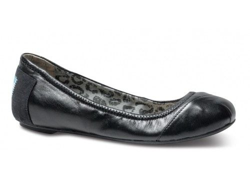 Love these Toms ballet flats!  Super comfy and goes with everything.  Get $20 off $75 right now when you follow the link:  http://friend.toms.com/x/qg3SCK