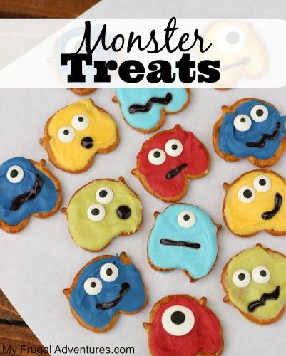 Super cute, no bake Monster Treats. These will be so fun to tuck into lunch boxes and for Halloween Parties. #Halloween