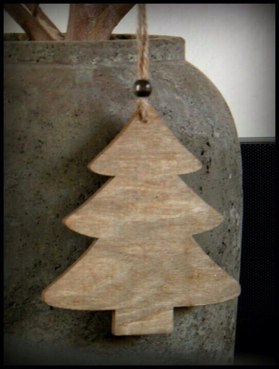 Christmas trees, cut out from cedar shingles  Check more at http://hrenoten.com