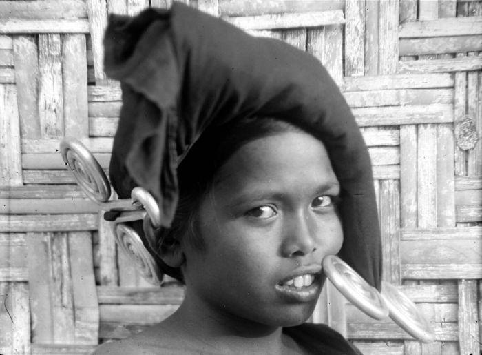 "Biggest Ethnic Earrings Ever? (Karo Batak ""Padung-Padung"")"