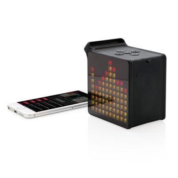 SPEAKER WIRELESS mod.P326.921 da 5W con APP gratuita che mostra immagini sullo speaker. Alcune immagini sono già incluse nell'APP oppure potrai caricarne di tue. Lo schermo utilizza 100 piccoli LED per visualizzare le immagini. In caso di chiamata lo schermo mostrera l'icona della chiamata in entrata. Grazie al Bluetooth 4.0 avrai una connessione perfetta fino a 10 metri. Autonomia di 5 ore grazie alla batteria al litio da 2.200 mAh. Include cavo audio e cavo per ricarica.