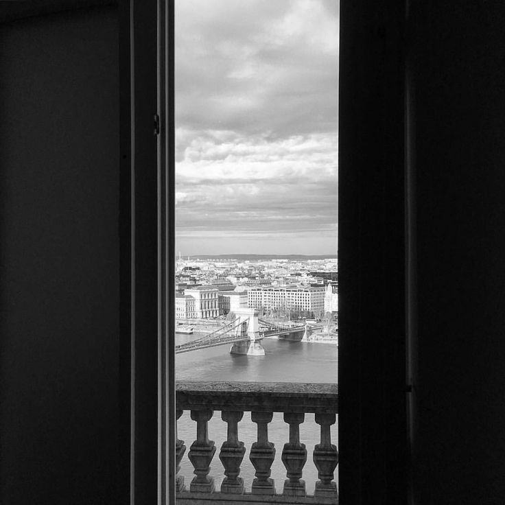 """359 kedvelés, 3 hozzászólás – AndrewBarasits (@andrewbarasits) Instagram-hozzászólása: """"#window #chainbridge #lanchid #nemzetigaleria #viewpoint #budapest #bnwhungary #bnw #blackandwhite…"""""""