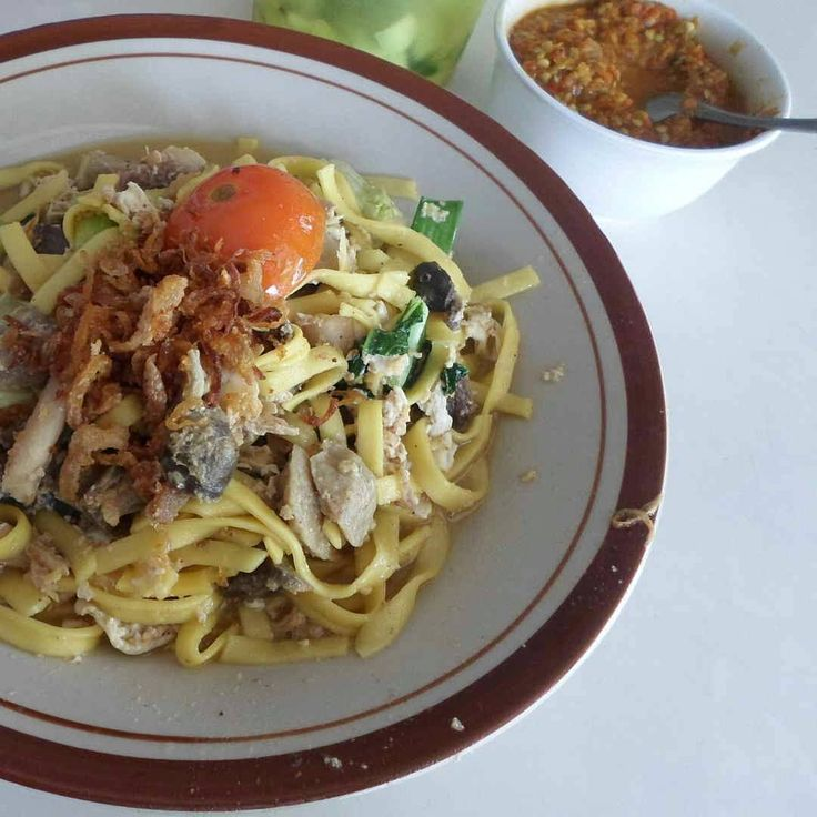 """Lunch at """"Mie Nyemek Bu Seto"""" at district kemranjen, banyumas #centraljava  Mie Nyemek = Fried noodle that served with the rest of boiled water that used to boild the noodle before  This food place provide soto, fired rice, rice noodle, etc  #jalanjalan #kulinerpurwokerto #indonesiafood #instafood"""