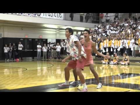 Craziest High School Pep Rally *Hendersonville High School* - YouTube