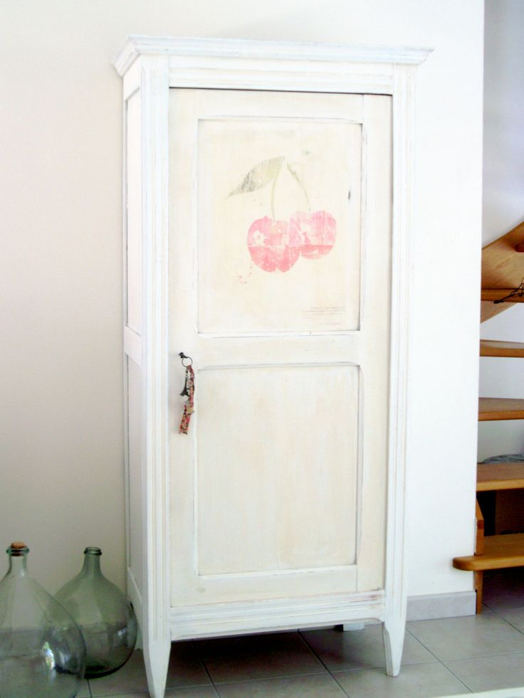Peindre armoire meilleures images d 39 inspiration pour votre design de maison for Peindre une armoire