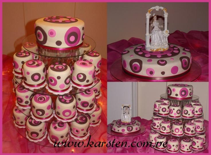 Torta y Mini Cake´s de 15años color Beige, Marrón y Fucsia con detalles en circulo.