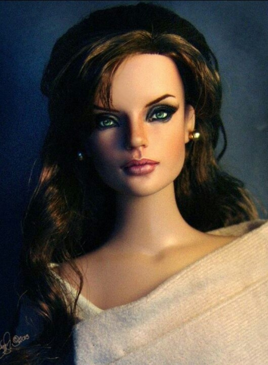 Sydney Repaint as Angelina Jolie in The Tourist