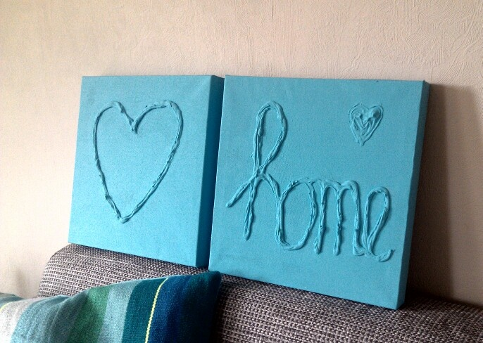 Hart en tekst met plamuur op canvas gemaakt, vervolgens met muurverf geverfd <3 #Home #Heart