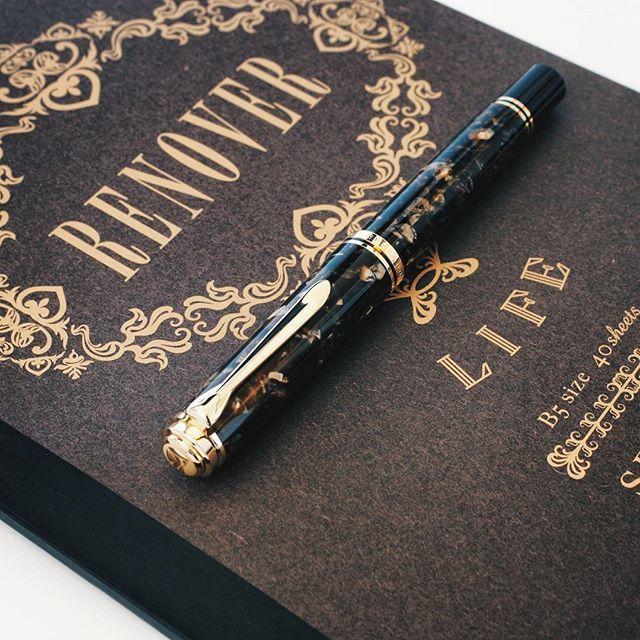 Man I love this thing!...That's all I have to say for now. --------------------- @pelikan_international @la_couronne_du_comte @lifestationery  #fountainpen #fountainpens #pelikan #pelikansouveran #renaissance #writing #luxury #pen #design #penaddict #fpgeeks #pencilcaseblog #instagram #photo #photography #lifestationery