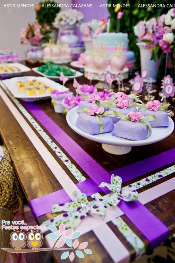 Pra decorar a mesa com fitas