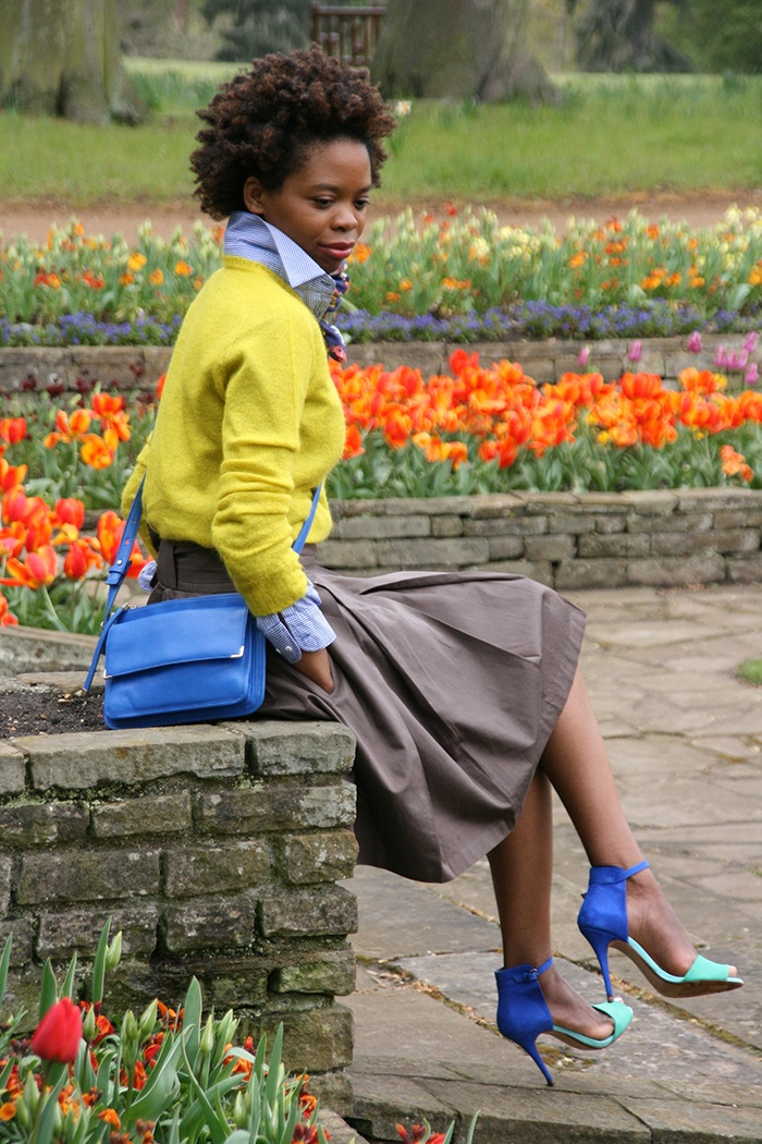 Perfect chartreuse and cobalt combination.