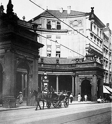 An der Leipziger Straße die Spittelkolonaden. Berlin, 1930.