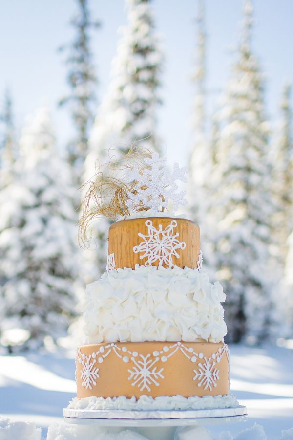 winter wonderland wedding south africa%0A Snowflakeinspired wedding cake designed by Simply Cakes by Camberly    Photo by Kimberly Weber