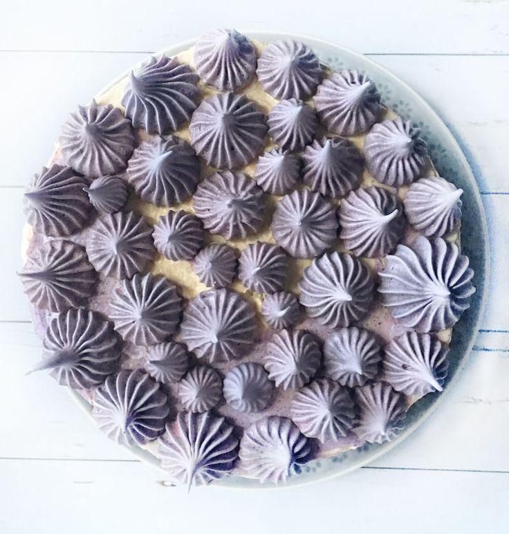 Áfonyahabcsók a tortán