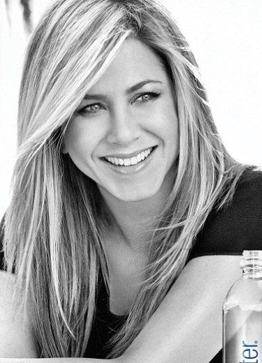 Jennifer Aniston - One of the most beautiful hollywood actress for me. Her beauty never tarnish. ♥ Like my pins? Pls share and visit my celebrity site at http://www.celebritysizes.com/ ♥ #celebritysizes #jenniferaniston #friends