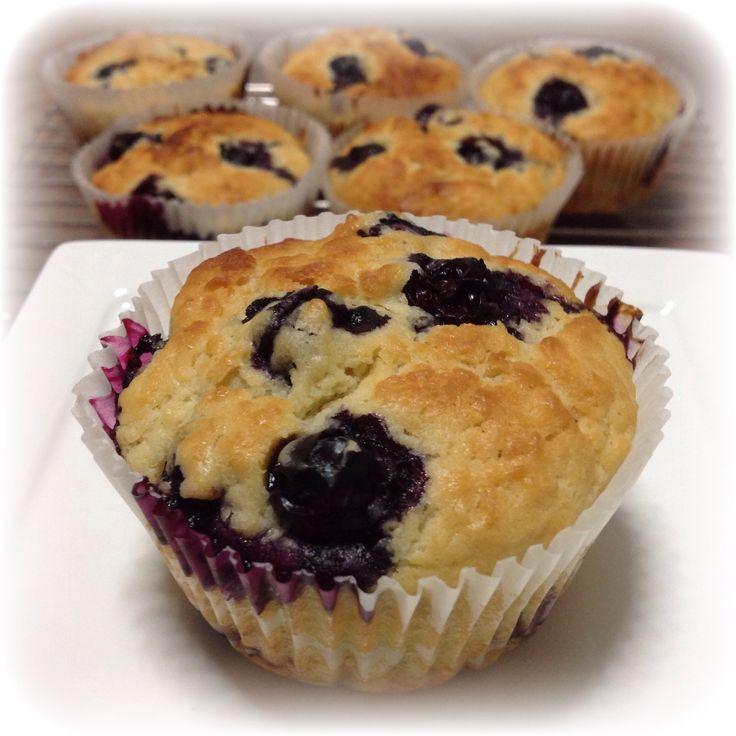 Blueberry Yogurt Muffins 55g soften butter + 35g sugar + 115g plain yogurt + 125g flour + 3/4 tsp baking powder + 35g sugar + zest of 1 lemon + 60g fresh blueberry 25min@190C, grill 2min for browning