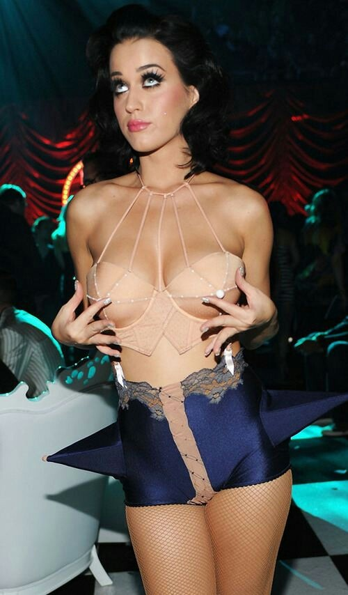 Katy Perry.  I want to kiss that girl. Classify under University Hot.