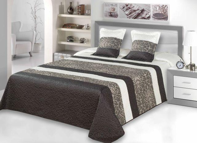 Błyszcząca #narzuta na łóżko. Dekoracyjne wyposażenie sypialni narzutą na łóżko.