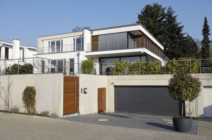 Takúto modernú bránu raz chcem mať na dome :) Najprv to ale bude chcieť ten dom :D  http://najlepsiebrany.sk/p/sekciove-garazove-brany/