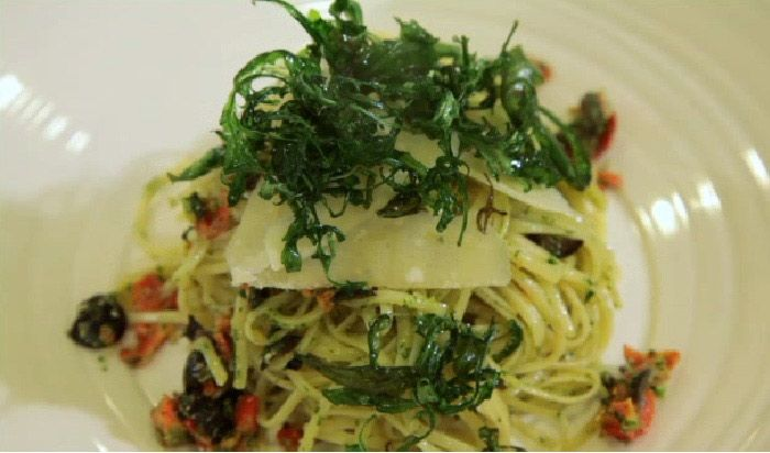 Linguine Pasta with Rocket Pesto, Sun-Blush Tomatoes and Olives. #italian #cooking #recipes