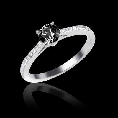 Bague en or 18 k, pierre centrale diamant noir rond  pavage diamant #diamant #fiançailles #bague #solitaire