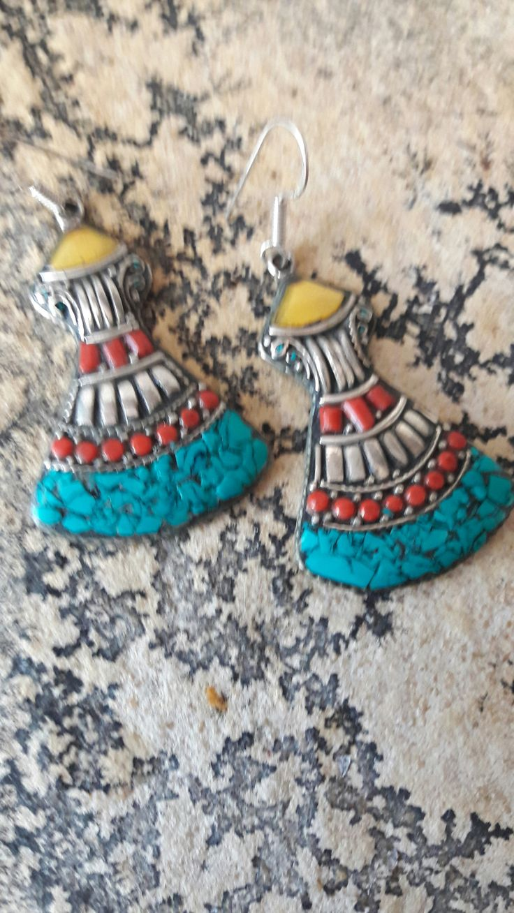 Tibetan earrings 1  These large earrings are handmade and komten from Tibet. They are made of tibetan silver and stones in the settlement are turquoise and coral. 20 euro