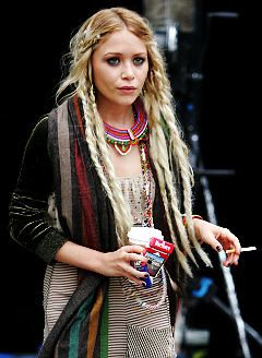 deviant olsen sister, Mary Kate. obsessed with her hair.