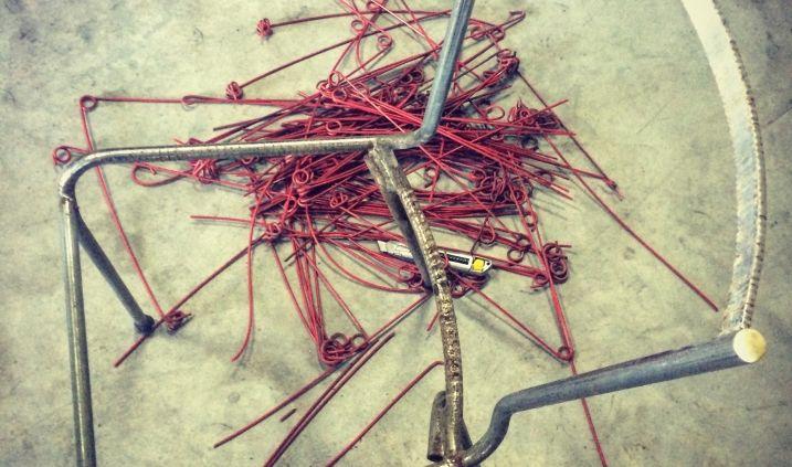 Rénovation de chaise fil scoubidou sur une structure tubulaire