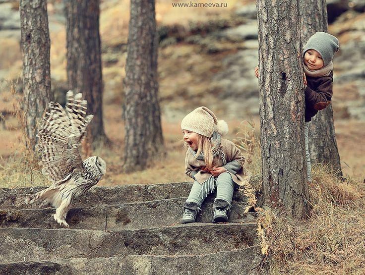 D'adorables photos d'animaux et d'enfants qui se câlinent.