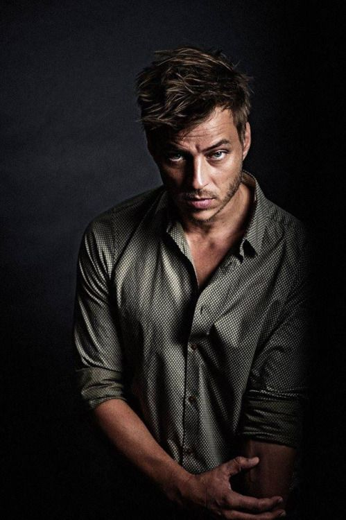 This pic is what made me decide I wanted to write THIS Jaqen based off of Tom Wlaschiha rather than Teo Theodoridis (Teo is my inspiration for Jaqen in The Assassin's Apprentice)