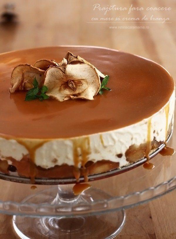 Prăjitură fără coacere, fără ouă, fără făină... chiar și fără zahăr!   Am făcut această prăjitură fără coacere, cu mere și cremă de brânză, din nevoia de a mă prezenta cu...