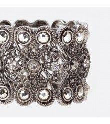 Stretch bracelet with stones