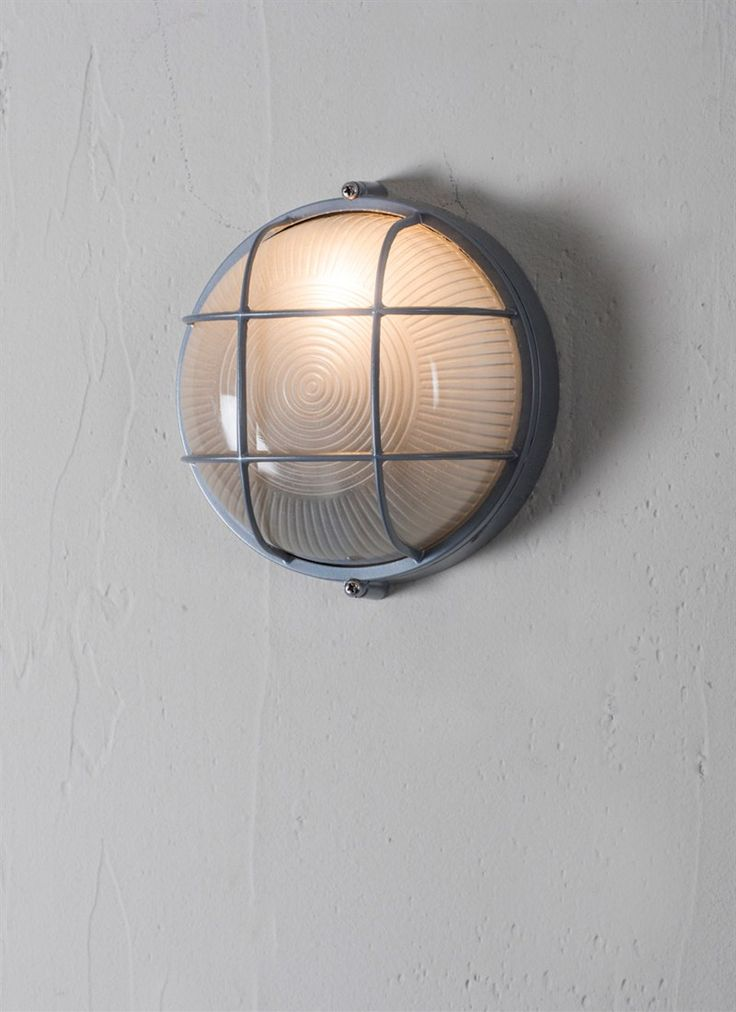 The small Chatham Round Bulk Head is the perfect light to add that extra glow to your outdoor spaces