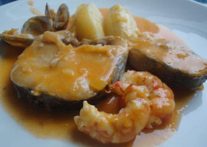Merluza con salsa de marisco