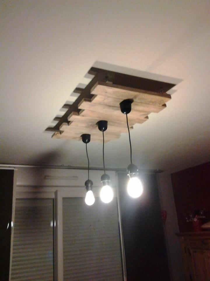 Les 25 meilleures id es de la cat gorie lustre sur for Fixer un luminaire au plafond