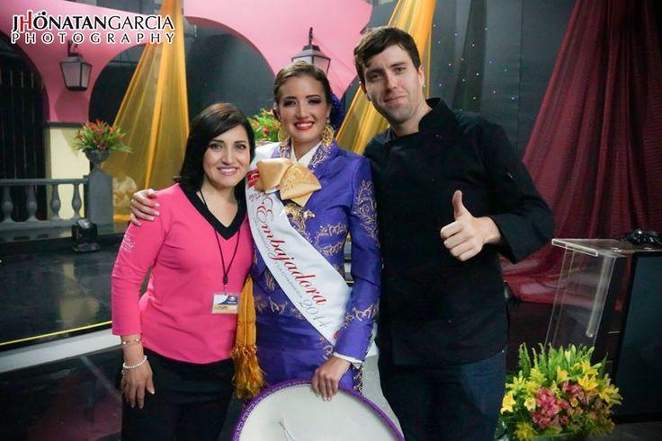 Con Irma de Zuñiga y Alejandra Ibañez (Embajadora del Mariachi y la Charreria 2014), grabación en foro de televisa guadalajara, agosto/2014 !!! buena vibra!!! #chefcms   #irmadezuñiga   #mariachi   #charreria   #televisa   #guadalajara