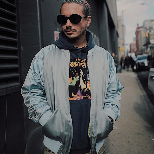 38 best J. Balvin y el conejo malo images on Pinterest | Iphone backgrounds, Rabbit and Singers