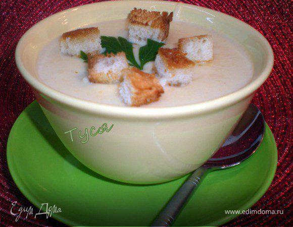 Нежный супчик, как у бабушки в детстве)) Сливки с сыром делают вкус особенно нежным.