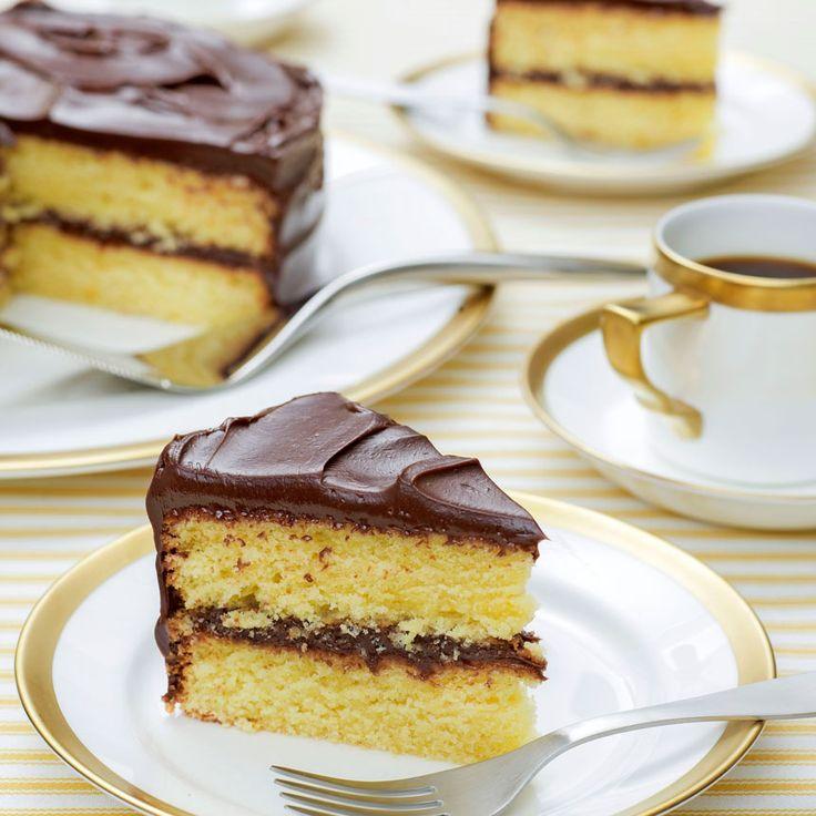 En ljuvlig tårta med saftiga bottnar som har en fräsch smak av apelsin.