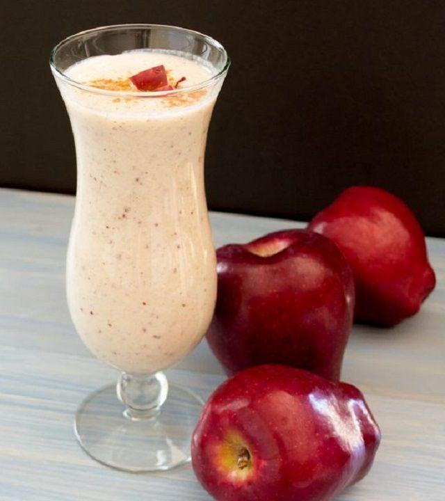 Batido de manzana para aplanar el abdomen |Ingredientes: •1/2 taza de leche descremada o de soya •6 oz de yogur de vainilla (de 80 calorías por lo menos) •1 cucharadita de canela •1 manzana mediana en cubos •2 cucharadas de mantequilla de almendras •1 puñado de hielo
