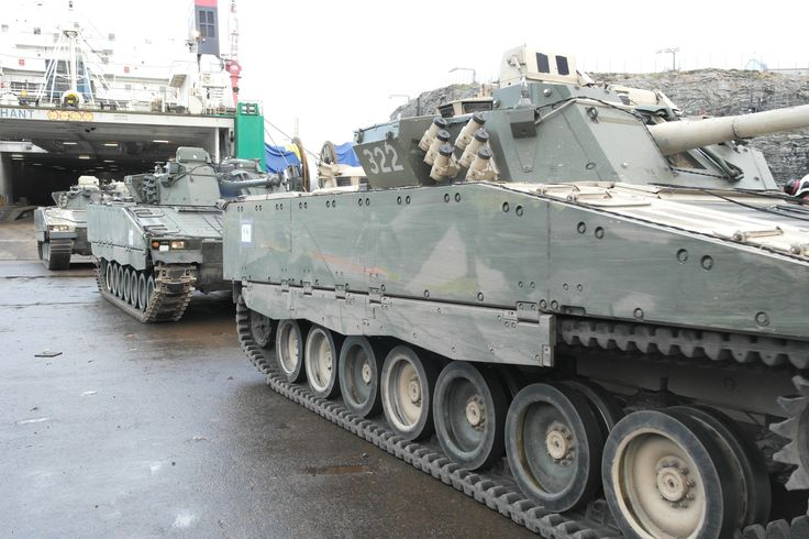 "CV9030Ns in 2013. The front vehicle 322 is a CV9030N/F1 with rubber tracks (and partly desert camo), wile the vehicle that follows (""221"") is a CV9030N in initial configuration"