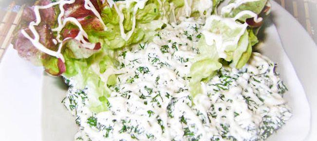 Салат из творога и укропа с чесноком ==========================  Рецепт приготовления вкусного и полезного салата из свежего укропа с творогом и чесноком. Реальная витаминная атака :-)