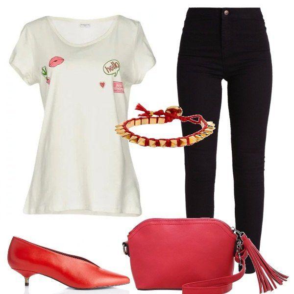Per dare un accento particolare al binomio skinny più tee shirt adottiamo il colore acceso e caldo del rosso delle scarpe a punta con minuscolo tacco e la borsa a tracolla.
