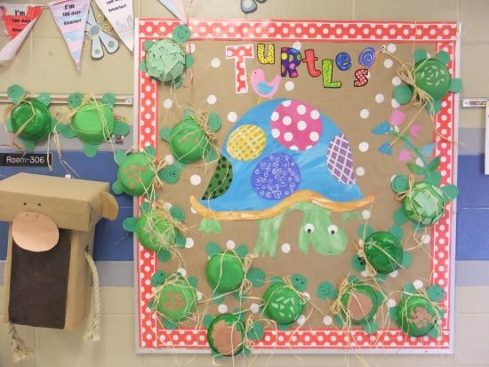 Cute Turtle bulletin board idea! They used CTP's Poppin' Patterns letters for extra color.