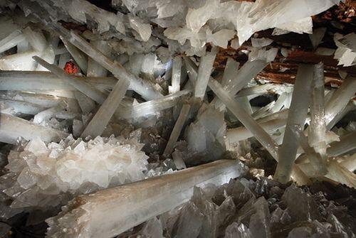 Kristal grotten in Naica, Mexico. Hier bewonder je de grootste kristallen die ooit gevonden zijn. Sommige zijn wel elf meter lang en wegen meer dan 55 ton, waanzinnig om deze een keer te bezoeken.