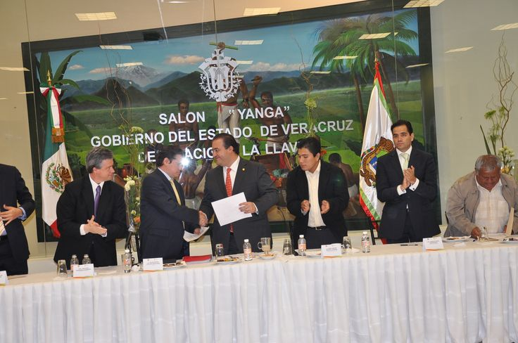 El gobernador del estado de Veracruz, Javier Duarte de Ochoa asistió a una reunión con la diligencia estatal del Partido de la Revolución Demócrata el pasado 7 de febrero de 2011, evento en el cual reiteró la importancia que la pluralidad y la confrontación de ideas tienen para su gobierno.