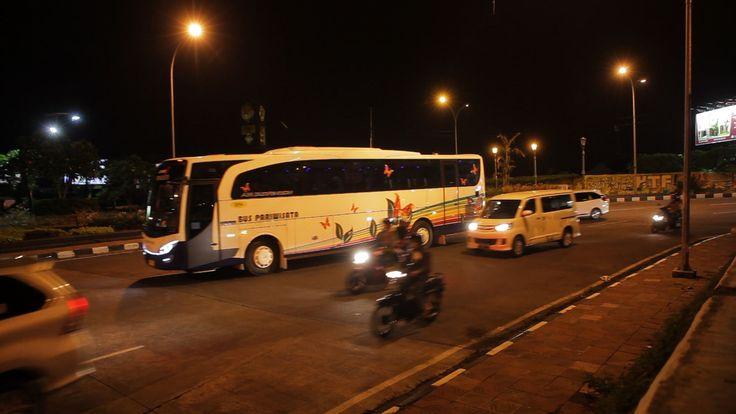 Bus Pariwisata Suryaputra Bandung : 022 5203903 Jakarta : 021 6330161 Cirebon : 0231 237237