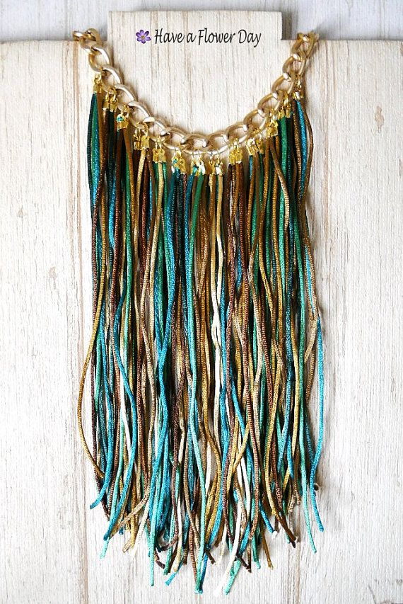 Collar declaración con flecos en verde, marrón y dorado. Collar babero bohemio. Collar largo. Collar dama honor. Collar étnico. Hippie BC#02